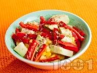 Салата с царевица, червени чушки и авокадо